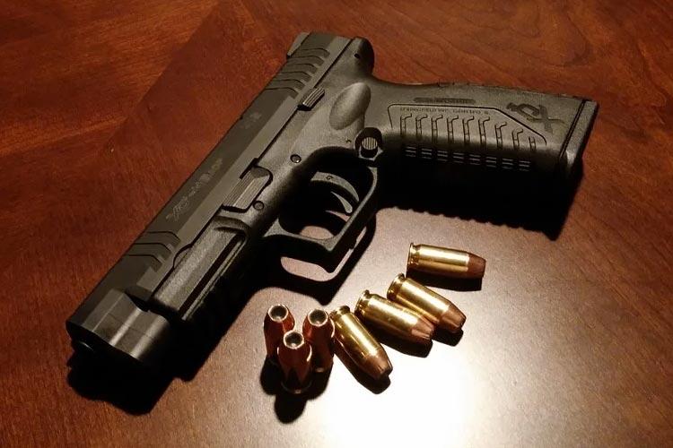 槍還是急救證照?哪一種認證更適合?